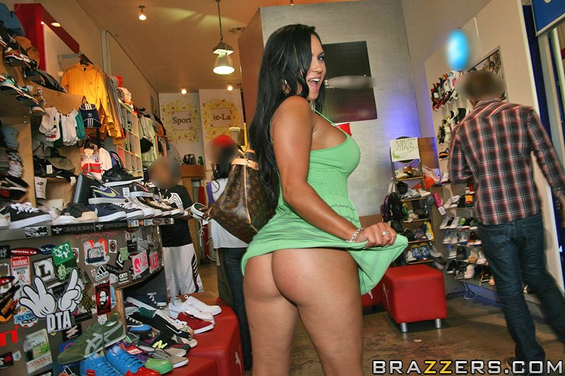 Mariah milano asses in public